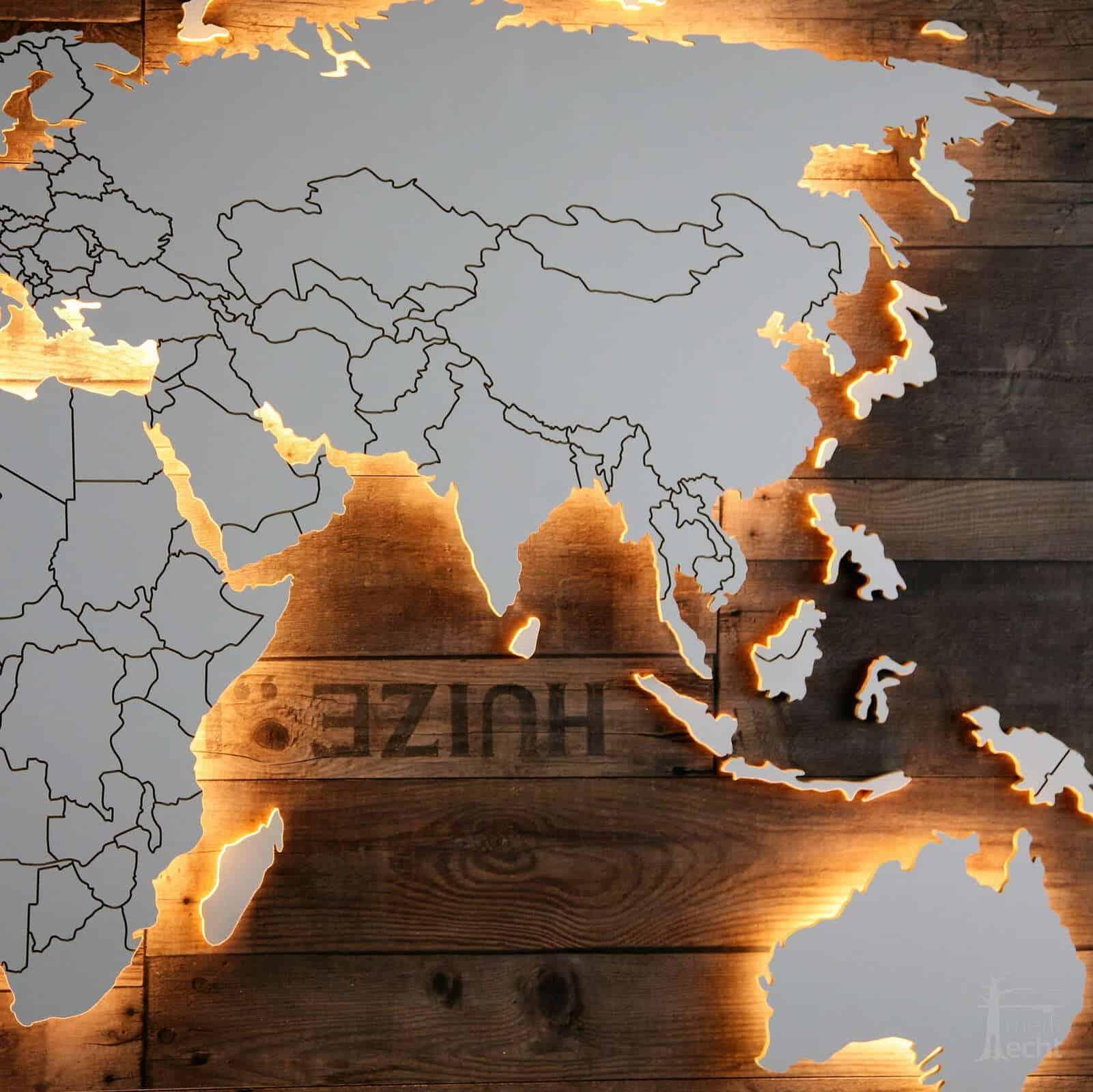 Weltkarte-Holz-Ländergrenzen-Wohnzimmer-Sofa-Wandbild-Beleuchtung